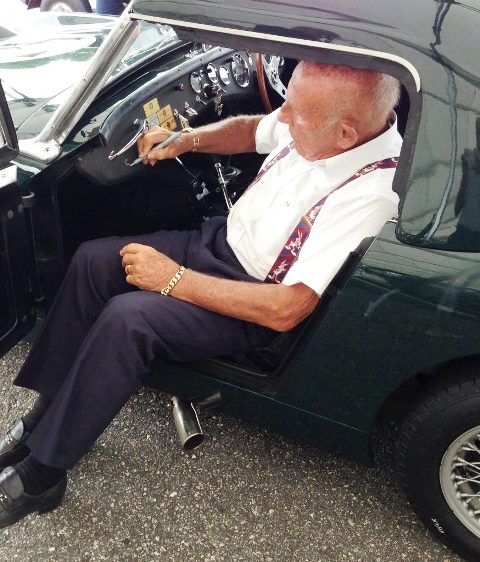 Sir Stirling Moss signing the Sebring Sprite 2014 - Copy [1)